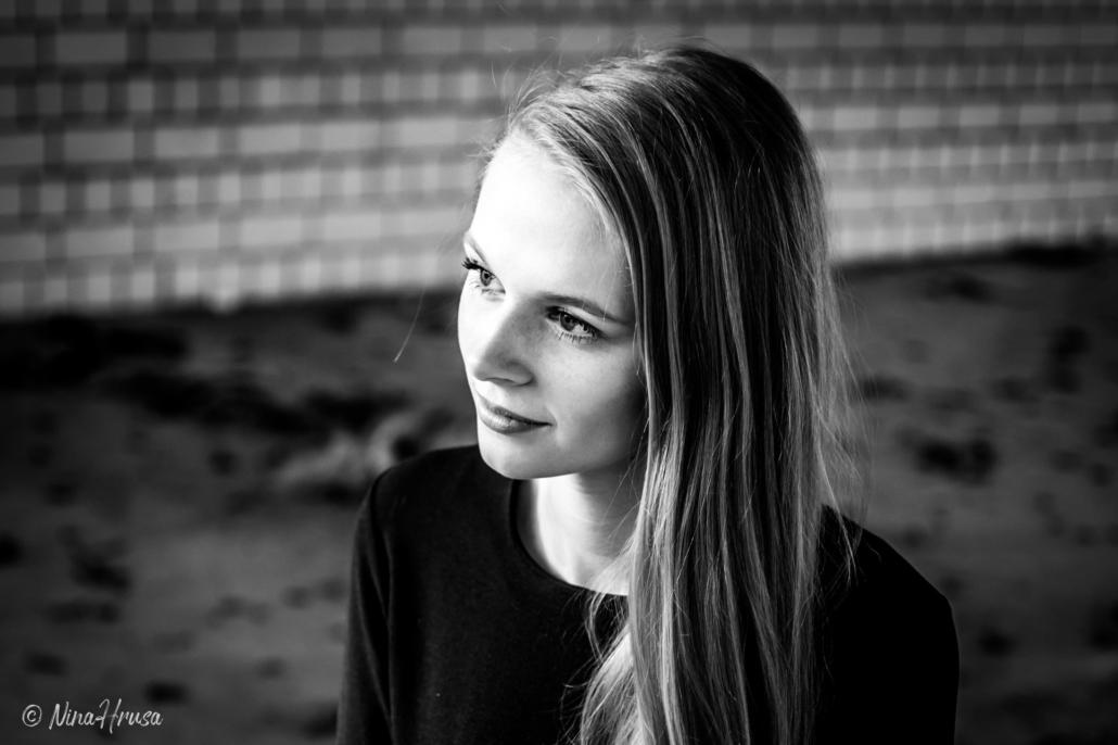 Close Up Porträt, Mädchen, schwarzweiß, lost place, Zwischenmomente | Nina Hrusa Photography