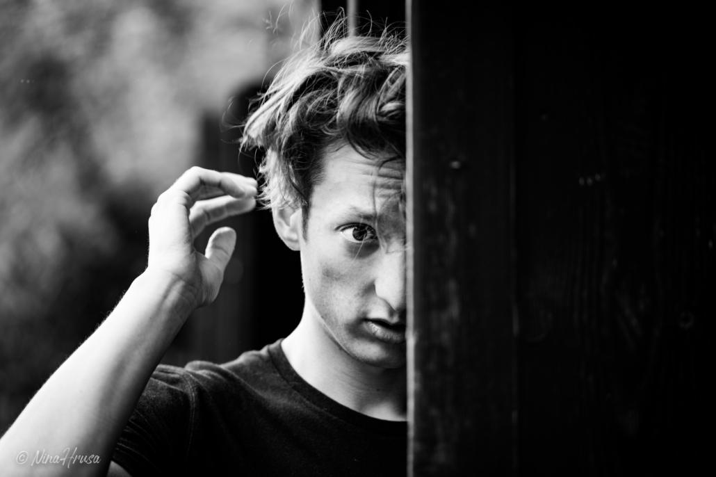 Close Up, Porträt, Mann, Schwarzweißfoto, Zwischenmomente | Nina Hrusa Photography