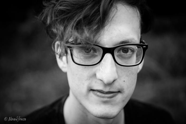 Close Up, Porträt, Mann, Schwarzweißfotografie, Zwischenmomente | Nina Hrusa Photography