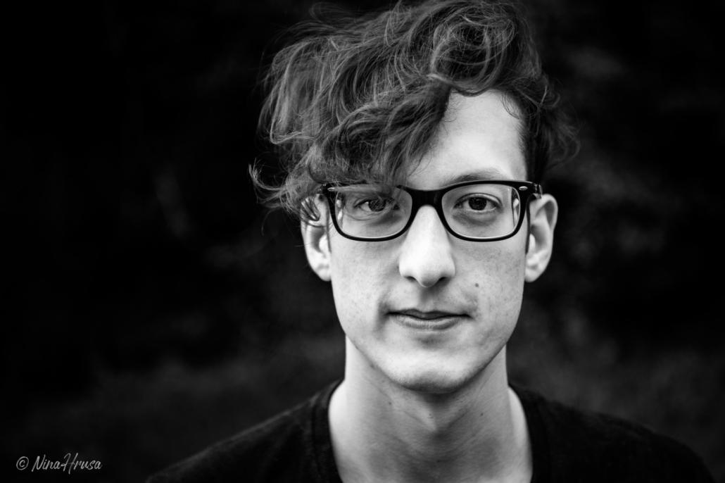 Porträt Mann Schwarzweiß, Zwischenmomente | Nina Hrusa Photography