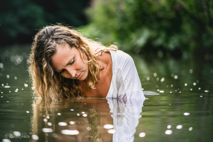 Woman in the river, Portrait, Water reflections, Zwischenmomente | Nina Hrusa Photography