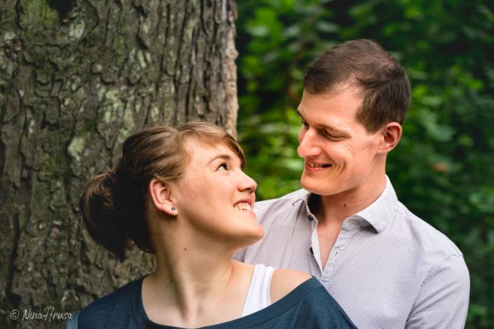 Paar Porträt, lachend, Paarfotografie, Zwischenmomente | Nina Hrusa Photography