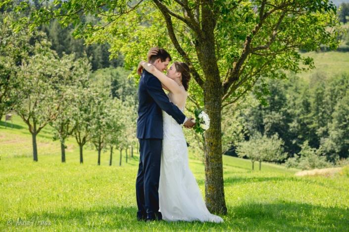 Brautpaar, liebevoll, Hochzeitsfoto, Zwischenmomente   Nina Hrusa Photography