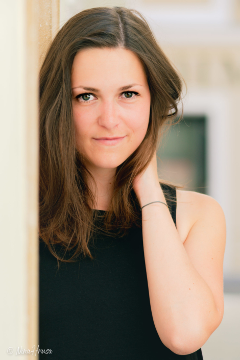 Junge Frau, wunderschön, Porträt, Zwischenmomente | Nina Hrusa Photography