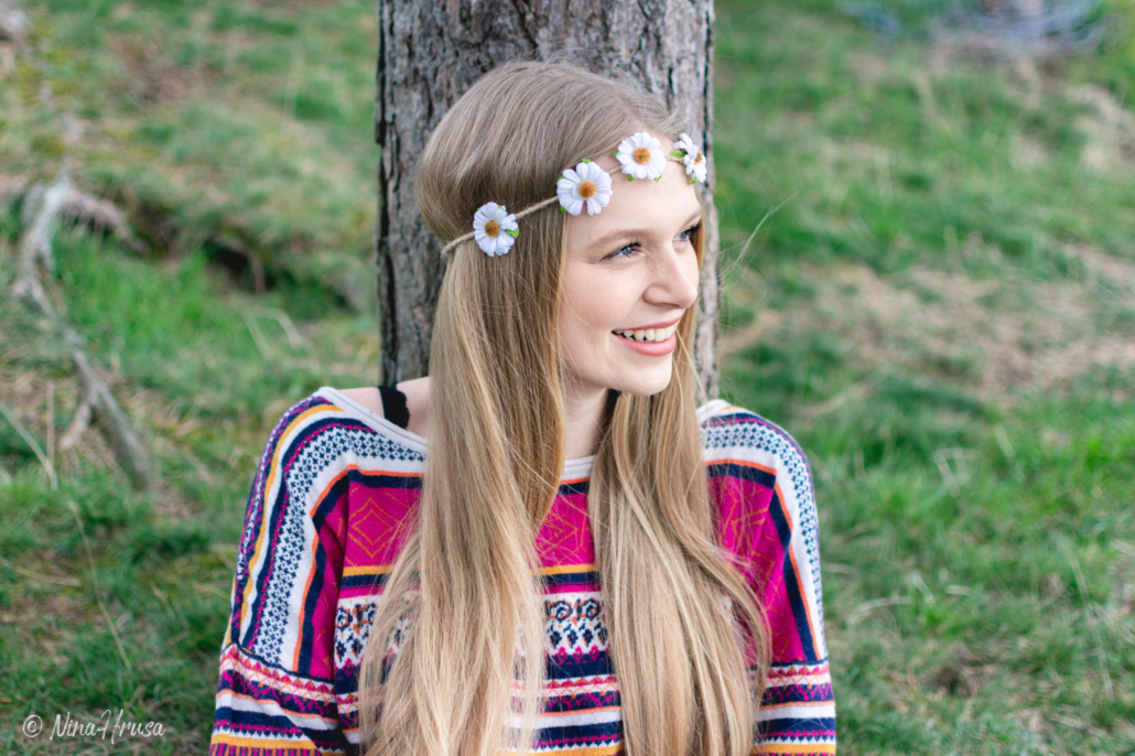 Hippie Girl, Mädchen mit Blumenkranz, Porträt, Zwischenmomente | Nina Hrusa Photography